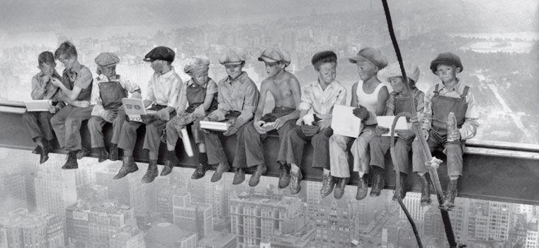 Lunch atop a skyscraper, la célèbre photographie revue par la pub