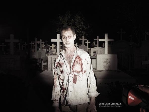 publicité zombies Eveready Brilliant Beam Torch