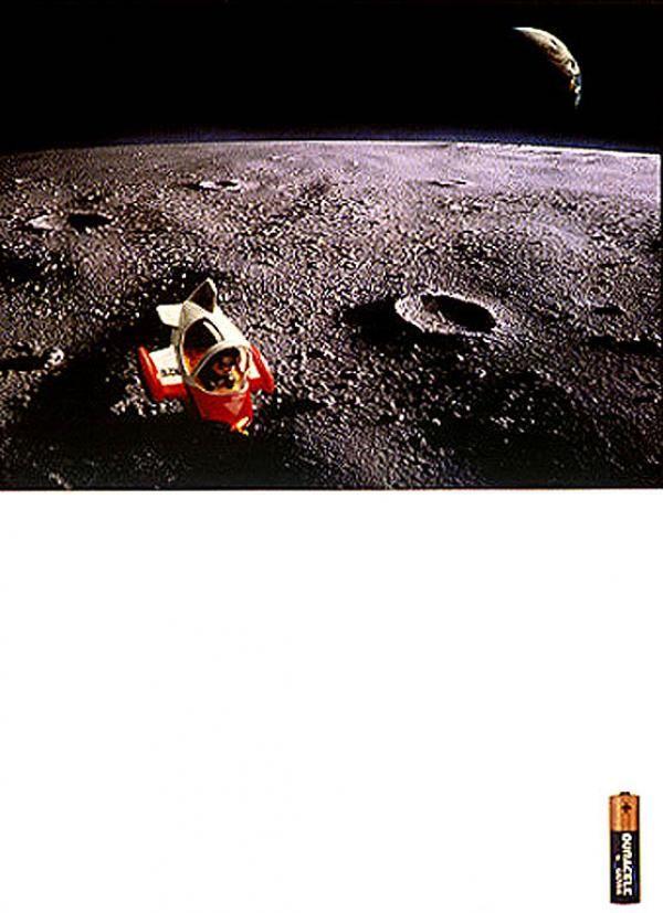 publicité homme sur la Lune Duracell